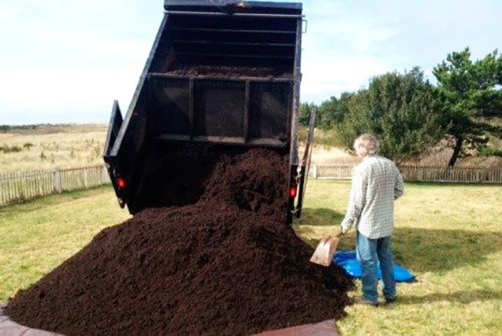 Поднятие участка слоем плодородной почвы